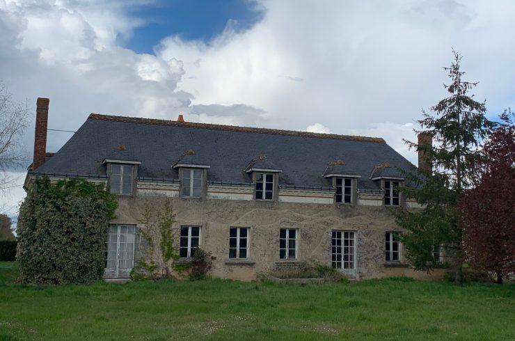 Proche VEIGNÉ – Maison à rénover – possibilité 300 m²